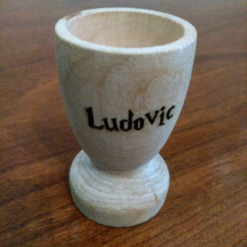 coquetier en bois personnalisé gravé  avec votre prénom gravé