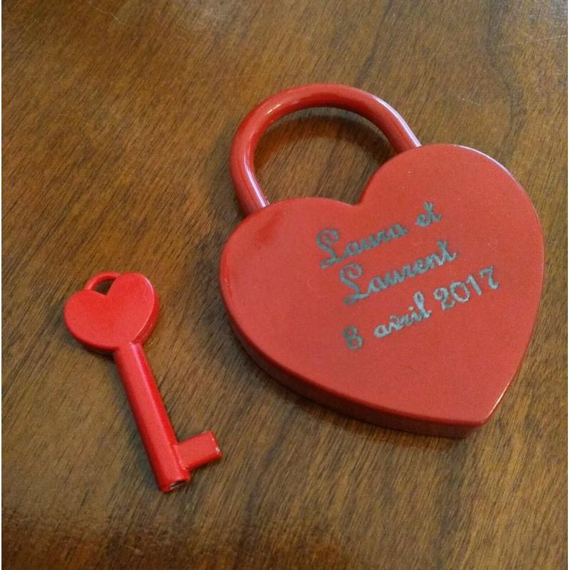 cadenas en forme de coeur  personnalisé  gravé avec vos prénoms