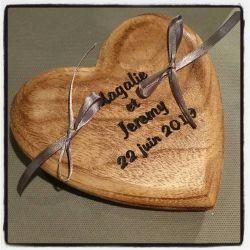 porte alliances : le coeur en bois vernis et gravé