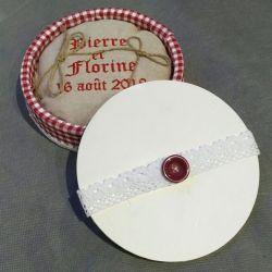 Porte alliances : La boite ronde champêtre en bois avec tissu vichy
