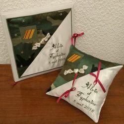 Coussin de mariage avec livre d'or : le militaire en vert