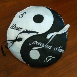 porte alliances en noir et blanc : le ying et le yang