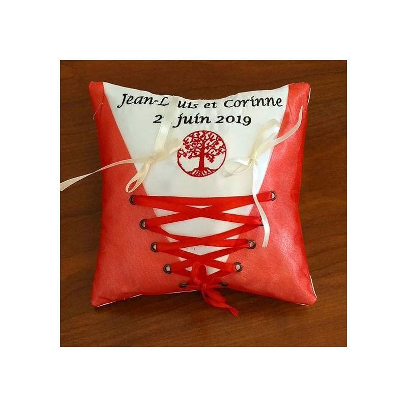 Coussin de mariage : le corset avec arbre de vie brodé en rouge
