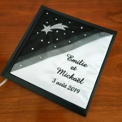 Livre d'or noir et blanc avec une étoile filante